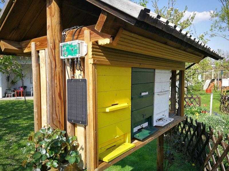 Méhkas skála a méhészetre szerelve